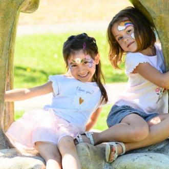 My bestie and your bestie 🎶 Qui est votre meilleur ami ? 🤗 . . .  #amitié #complicité #bio #naturel #enfants #deguisement #maquillage #maquillagebio #maquillagedeguisement #maquillageenfant #maquillageenfantbio #activitesenfants #parents #developpement #enfamille #ideescreatives #environnement #ecologie #cosmetiquebioenfant #cosmetiqueenfant #sedeguiser #fun #ludique #fete #jeux #cadeauresponsable #organic