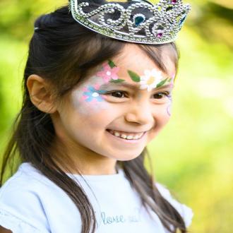 Un jour, mon prince ou ma princesse viendra 😍💖 Quel est votre conte de fées préféré ? 💫 . . . #organic #bio #naturel #enfants #deguisement #maquillage #maquillagebio #maquillagedeguisement #maquillageenfant #maquillageenfantbio #activitesenfants #parents #developpement #enfamille #ideescreatives #environnement #ecologie #cosmetiquebioenfant #cosmetiqueenfant #sedeguiser #fun #ludique #fete #jeux #cadeauresponsable #organiccosmetic