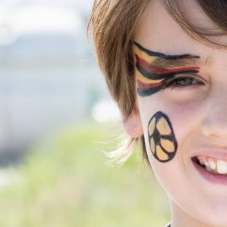 Le kit Noir-Jaune-Rouge est également disponible pour supporter la Belgique, l'Allemagne, l'Espagne ou encore la Macédoine ⚽👀 . . .  #bio #naturel #enfants #deguisement #maquillage #maquillagebio #maquillagedeguisement #maquillageenfant #maquillageenfantbio #parents #developpement #enfamille #ideescreatives #environnement #ecologie #cosmetiquebioenfant #cosmetiqueenfant #sedeguiser #fun #ludique #fete #jeux #organic #euro2020 #euro2021 #football