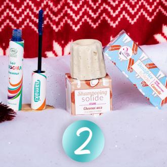 JOUR 2 - CONCOURS 🎄 Pour la 2ème case de notre calendrier de l'avent, passez au zéro déchet dans votre salle de bain grâce à @lamazuna qui vous fait gagner un shampooing solide et un dentifrice solide. Notre mascara cheveux bleu complète ce joli lot pour vous gâter 🎁  Pour participer :  ✨ Suivre les pages @namakicosmetics & @lamazuna ✨ Inviter 2 amis à participer   Tirage au sort Demain à 13H30.  Bonne chance les petits rennes 🦌