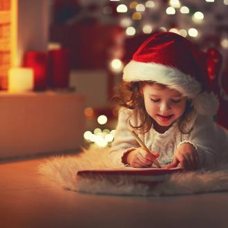 Cher Papa Noël, En cette année si spéciale, j'aimerais que coco le virus s'en aille pour toujours pour que nous puissions à nouveau avoir un vrai Noël. J'aimerais faire un grand repas en famille et voir à nouveau des sourires sur tous les visages. J'aimerais aussi que tous les petits magasins de ma ville et les marchés soient à nouveau ouverts pour aller acheter de belles surprises pour rendre Noël encore plus magique... S'il te plaît Papa Noël, j'aimerais juste que 2020 se finisse bien et que les gens soient juste heureux 💝  Et vous, quelle est votre lettre au Père Noël cette année ? . . . #lettre #noel #perenoel #lettreauperenoel #cadeaunoel #soutienauxcommercants #noel2020